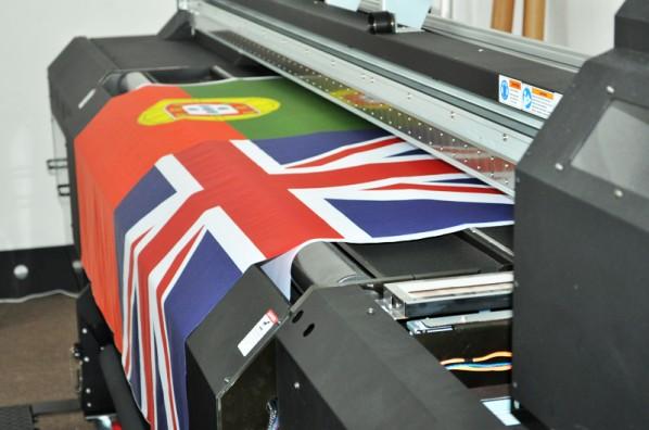 bannere la comanda, steaguri personalizate , bannere de mari dimensiuni